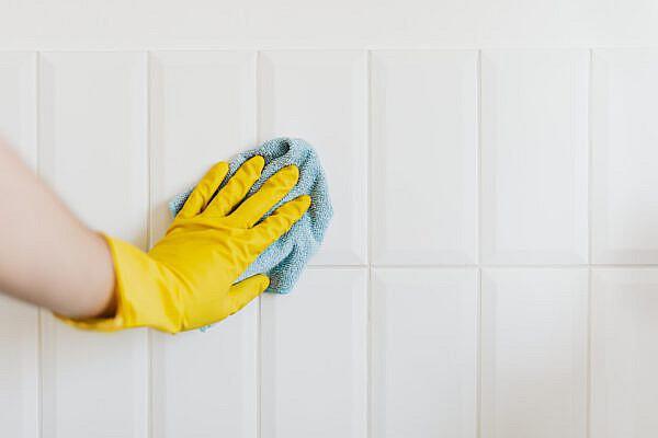facilitair medewerker = schoonmaken